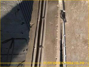 Результат монтажа кабеля с гофрой по стене