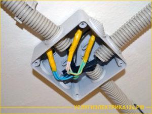Монтаж электрического кабеля в гофре и коробке