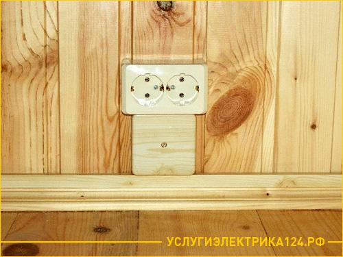 Установка розетки в деревянной бани