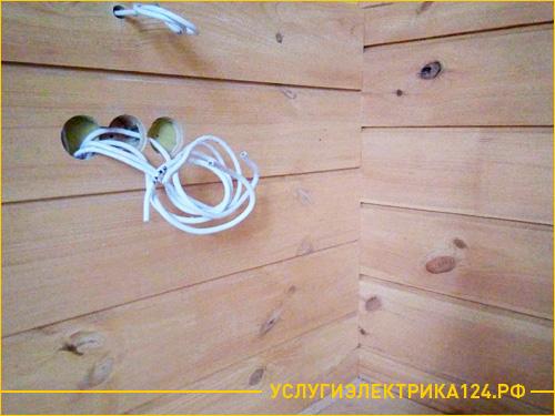 Подготовка места для установки розетки в деревянном доме