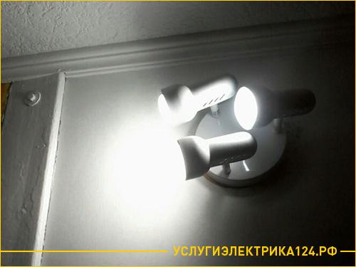 Установка трех светильников в коридоре