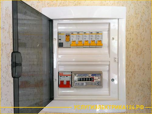 Установленный электро счетчик в квартире