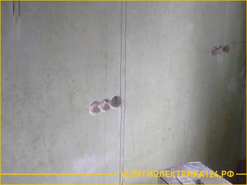 Штробление отверстий в стене для розетки