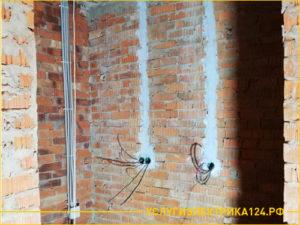 Прокладывание розеток в кирпичной стене