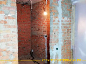 Результат штробления кирпичной стены для установки розеток
