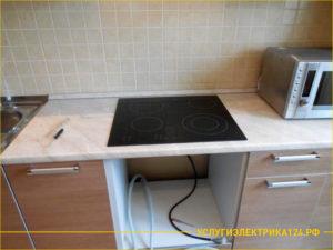 Варочная панель в кухонном гарнитуре